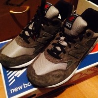 A pair of New Balance 580 shoes in grey