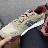 Sneaker x 1